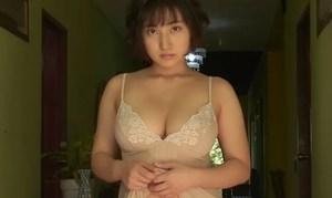 紗綾 エロ過ぎる豊満ムチムチボディを大人っぽくセクシーに魅せる