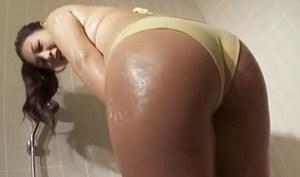 佐山彩香 たまらないエロムチな身体を洗い流すシャワータイム