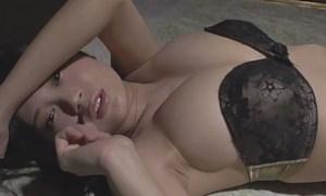 RaMu たわわに実った巨乳をセクシー衣装で悩殺アピール