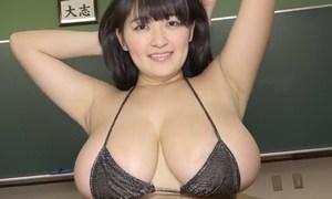 柳瀬早紀 唯一無二のデカくて綺麗な超乳を強調するビキニ姿がヤバエロ