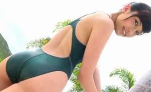 森川彩香 競泳水着で見えるエロい体のラインがたまらない