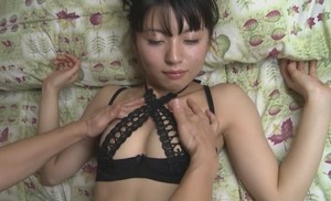 竹本茉莉 エロ可愛い身体をマッサージされる現役女子大生