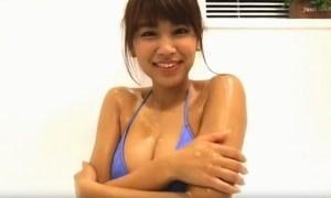 久松郁実 お風呂で見せるスーパーボディのエロさに視線が釘付け