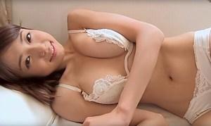 中村静香 可愛すぎるナースと添い寝してエッチな身体を堪能する