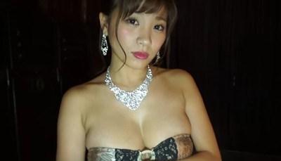 葉月あや スタイル抜群の美女がドレス脱いで巨乳を見せる