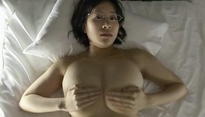 日比谷亜美 激しい擬似セックスで揺れる爆乳を必死で押さえる
