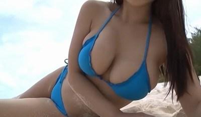 西田麻衣 むっちんまいぷりん!凄い爆乳をビーチで披露!