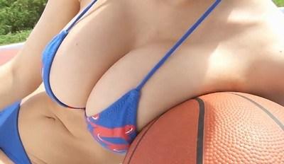 RaMu(ラム) バスケットボールで巨乳をムニュ潰し