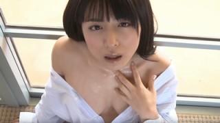 川村ゆきえ ノーブラシャツの大胆ショットがセクシー過ぎちゃう