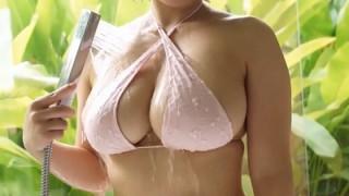 紗綾 ふっくらボリューミーなバストをシャワーで洗い流す