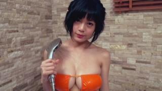 RaMu エロい水着で物凄いおっぱいを見せてシャワーを浴びる