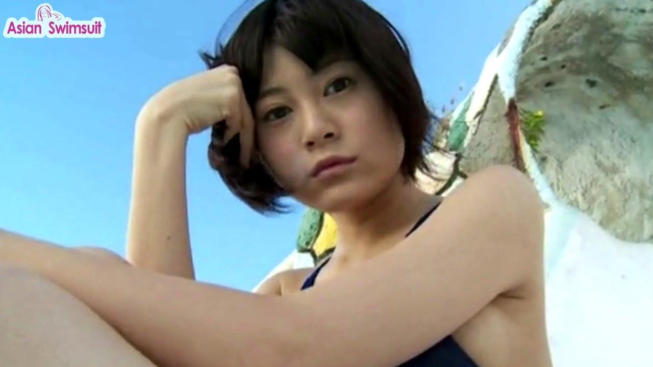 RaMu 競泳水着でエロい身体を見せる